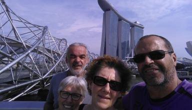 Sur l'helix bridge devant l'hôtel Marina Bay
